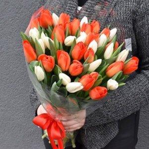 Puokštė Raudonos ir baltos tulpes
