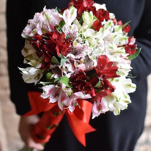 Gėlių puokštės Spalvingosios alstromerijos