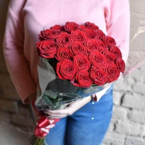 Raudonos rožės gėlių puokštės