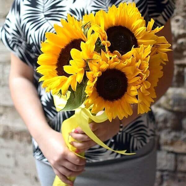 Saulėgrąžos gėlių puokštės