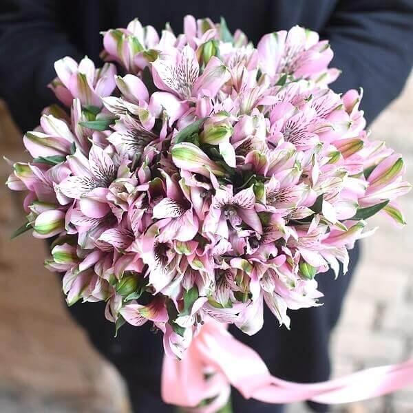 Vienspalvės alstromerijos Šventė gėlių puokštė