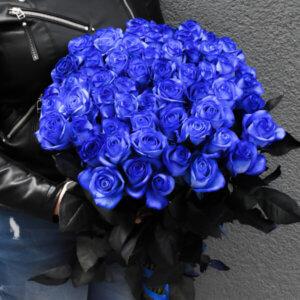Išskirtinė mėlynų rožių puokštė