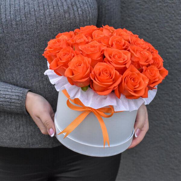 Gėlės moterims oranžinių rožių dėžutė